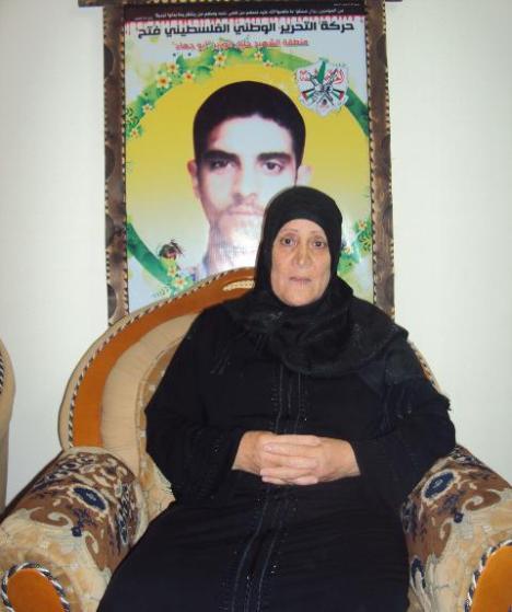 والدة الشهيد مازن عياد