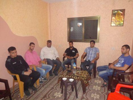 وفد من كتائب شهداء الأقصى - لواء غزة يزور المناضل/ صالح بدرية - أمين سر منطقة شهداء المشاهرة