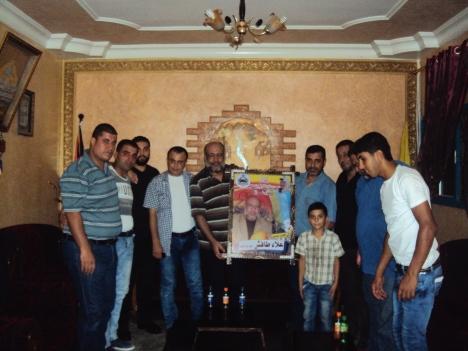 وفد قيادي من كتائب شهداء الأقصى – لواء غزة يزور المناضل: علاء طافش - أبو إبراهيم