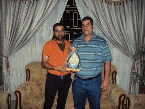 وفد من كتائب شهداء الأقصى - لواء غزة يبارك للأخ المناضل/ محمد ياسين - أبو زين مولوده الجديد