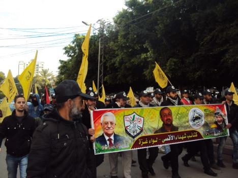 انطلاقة فتح ال 51 - مئات من كتائب شهداء الأقصى - لواء غزة يشاركون في ايقاد شعلة الانطلاقة بالجندي المجهول