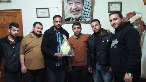 وفد من كتائب الأقصى - لواء غزة يهنئ المناضل: رمزي شامية بسلامة كريمته