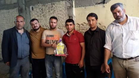 وفد من كتائب الأقصى – لواء غزة يهنئ الأخ: منصور السكني بقدوم مولوده الجديد