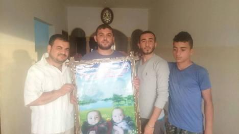 وفد من كتائب شهداء الأقصى – لواء غزة يهنئ الأخ: رياض نصر بقدوم التوأم الجديد